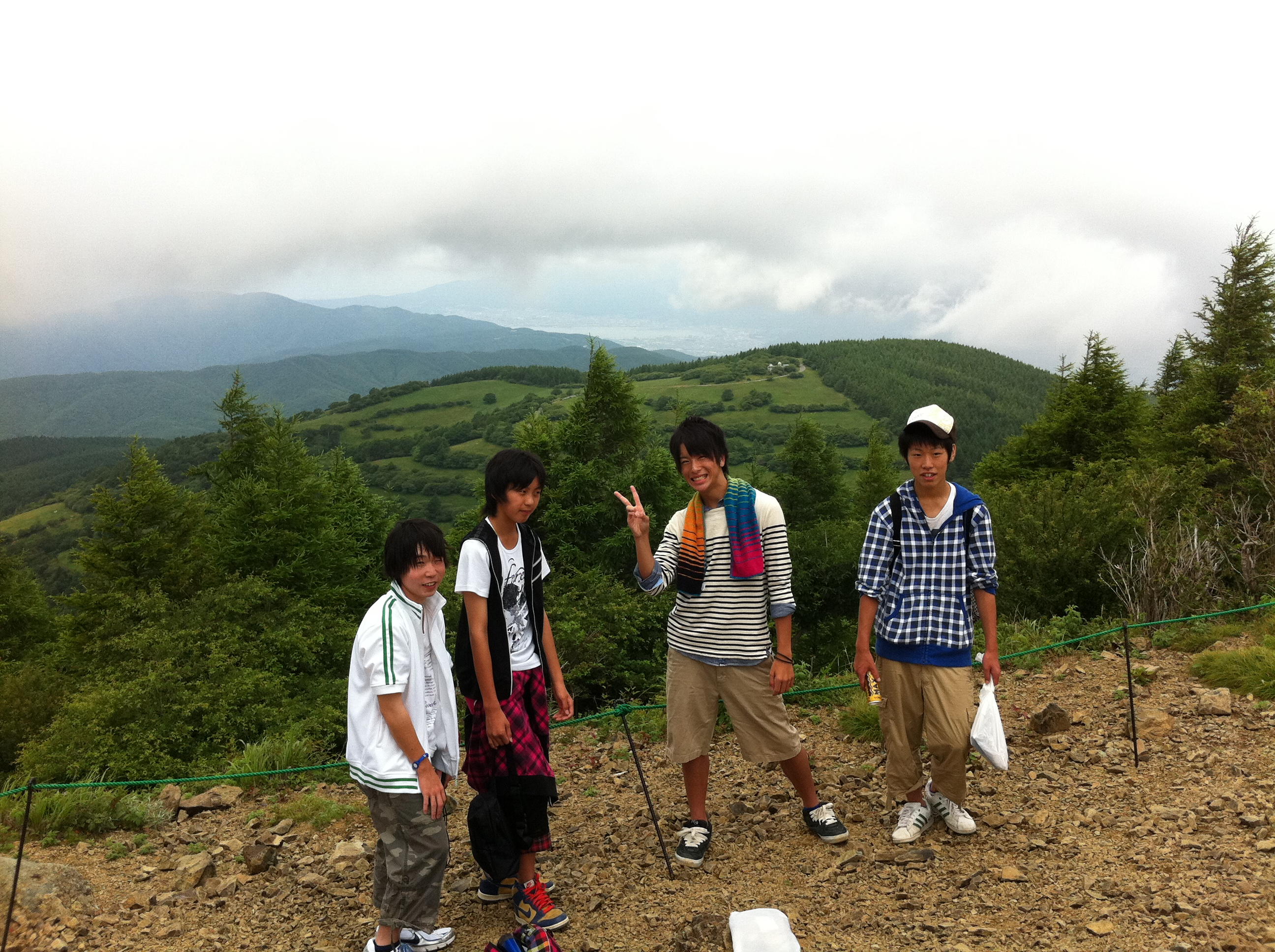 http://www.kodomonotsubasa.com/2011/07/26/0726hiking22.JPG