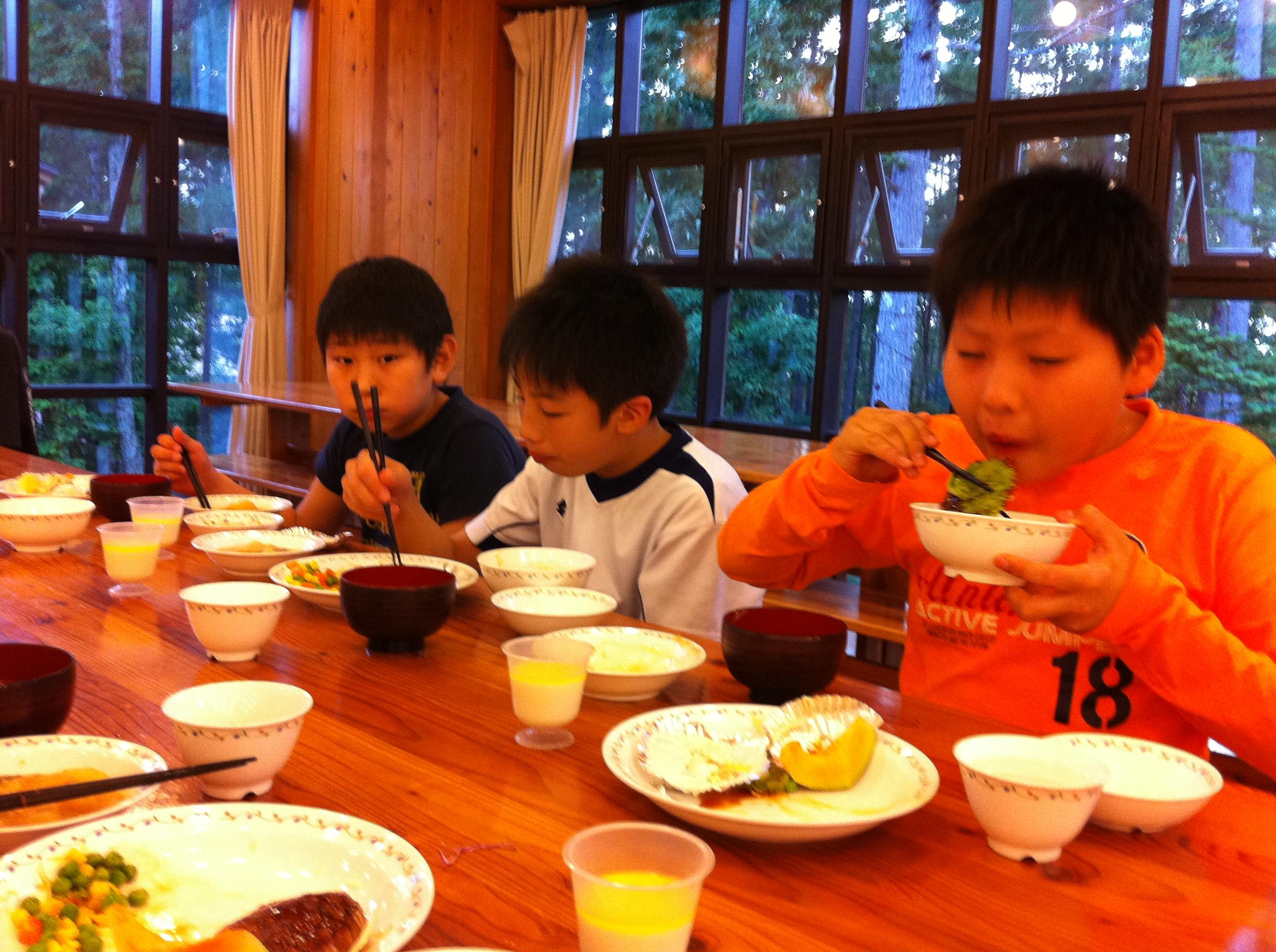 http://www.kodomonotsubasa.com/2011/07/26/0726yushoku02.JPG